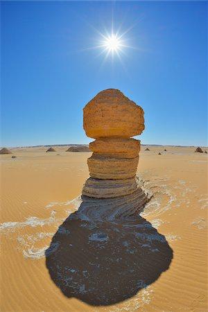 picture - Sun over Rock Formation in White Desert, Libyan Desert, Sahara Desert, New Valley Governorate, Egypt Stock Photo - Premium Royalty-Free, Code: 600-07689523