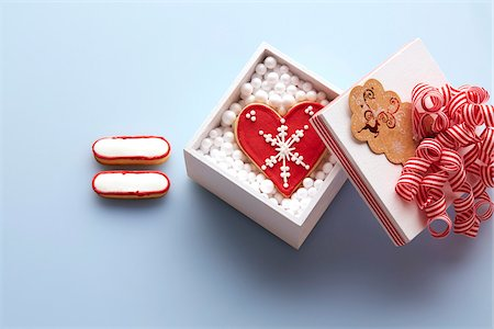 Overhead View of Sugar Cookie Equal Sign next to Heart Shaped Sugar Cookie in Gift Box, Studio Shot Stock Photo - Premium Royalty-Free, Code: 600-07784424