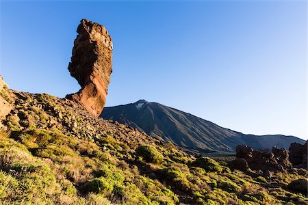 Rock formation Los Roques, Roque Cinchado with Mount El Teide at sunrise, Teide National Park, Tenerife, Canary Islands Fotografie stock - Premium Royalty-Free, Codice: 600-07783865