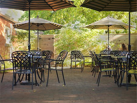 Outdoor Cafe Patio with Tables, Chairs and Umbrellas, Dundas, Ontario, Canada Stock Photo - Premium Royalty-Free, Code: 600-07802977