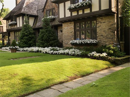 seasonal - View of house exterior and front garden in summer, Toronto, Ontario, Canada Stock Photo - Premium Royalty-Free, Code: 600-07803128