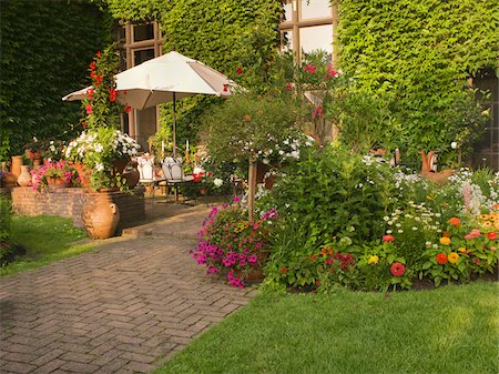 seasonal - Private Garden and Patio of a Home, Toronto, Ontario, Canada Stock Photo - Premium Royalty-Free, Code: 600-07810524