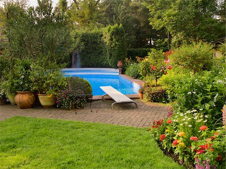 seasonal - Swimming Pool and Private Garden of a Home, Toronto, Ontario, Canada Stock Photo - Premium Royalty-Free, Code: 600-07810525