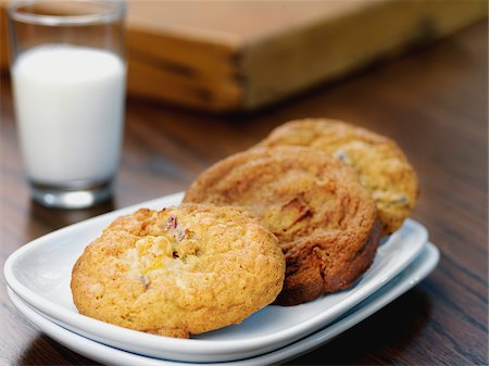 Variety of Cookies on Plate with Glass of Milk Stock Photo - Premium Royalty-Free, Code: 600-07810530