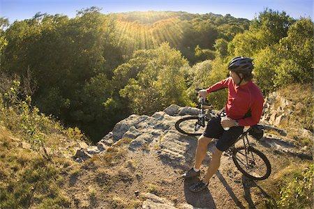 streaming - Man on bicycle taking a water break while mountain biking through Ballard Park in Newport, Rhode Island, USA Stock Photo - Premium Royalty-Free, Code: 600-07945063