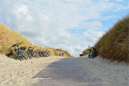 Path to Beach with Bicycles, Summer, Norderney, East Frisia Island, North Sea, Lower Saxony, Germany Stock Photo - Premium Royalty-Free, Code: 600-07945267