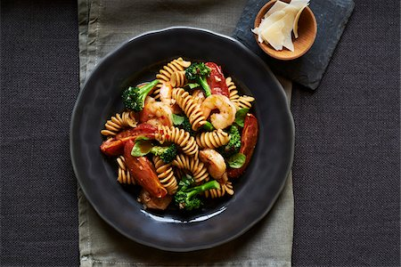 Fusilli pasta with shrimp and vegetables on a dark plate, studio shot Stock Photo - Premium Royalty-Free, Code: 600-08002165