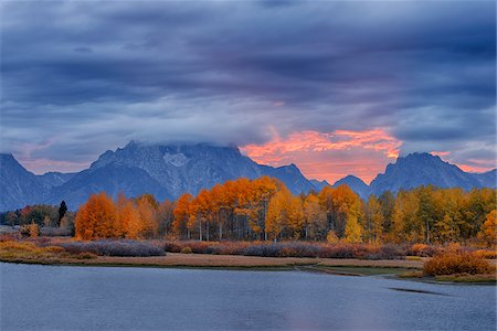 Oxbow Bend on Snake River with Mount Moran in Autumn at Sunset, Grand Teton Mountains, Grand Teton National Park, Jackson, Wyoming, USA Fotografie stock - Premium Royalty-Free, Codice: 600-08002244