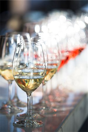 festive - Close-up of a row of stemware, wine glasses with white and rose wine, at an event, Canada Stock Photo - Premium Royalty-Free, Code: 600-08002530