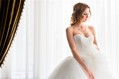 Portrait of Bride in Strapless Wedding Dress, Toronto, Ontario, Canada Stock Photo - Premium Royalty-Free, Code: 600-08025986