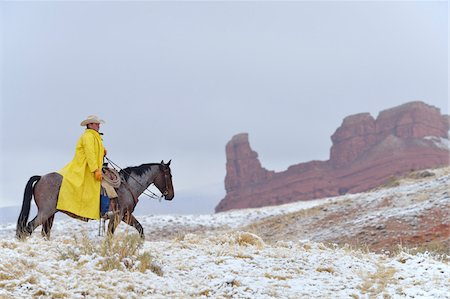 Cowboy Riding Horse in Snow, Rocky Mountains, Wyoming, USA Fotografie stock - Premium Royalty-Free, Codice: 600-08026183