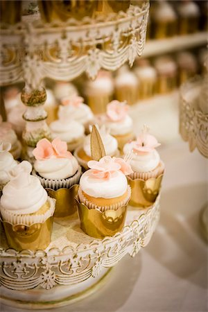 pink - Vanilla Cupcakes in Gold Foil on Stands at Wedding Stock Photo - Premium Royalty-Free, Code: 600-08059819