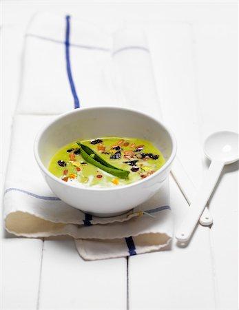 Split Pea Soup in White Bowl on White Wooden Surface, Studio Shot Stock Photo - Premium Royalty-Free, Code: 600-08060053