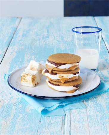 Stack of smores on a white plate with glass of milk, studio shot Stock Photo - Premium Royalty-Free, Code: 600-08102695