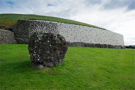 Newgrange, (Si an Bhru), prehistoric monument, Republic of Ireland Photographie de stock - Premium Libres de Droits, Code: 600-08102732