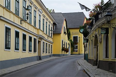 Street with Yellow Buildings, Grinzing, Dobling, Vienna, Austria Stock Photo - Premium Royalty-Free, Code: 600-08212940
