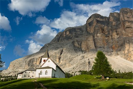 Scenic view of the Church of the Holy Cross in front of Sas dla Crusc mountain, Fanes Sennes Braies Nature Park, Badia Valley, South Tyrol, Trentino Alto Adige, Italy Stock Photo - Premium Royalty-Free, Code: 600-08416771