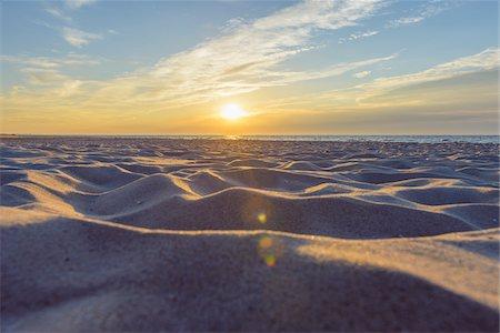 Sandy Beach at Sunrise, Bunken, Aalbaek Bay, Baltic Sea, North Jutland, Denmark Stock Photo - Premium Royalty-Free, Code: 600-08512571