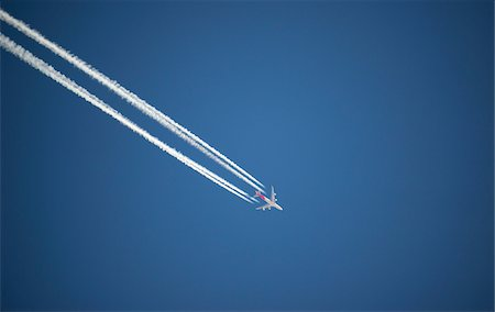 Airplane and contrails against blue sky, Canada Stock Photo - Premium Royalty-Free, Code: 600-08523355