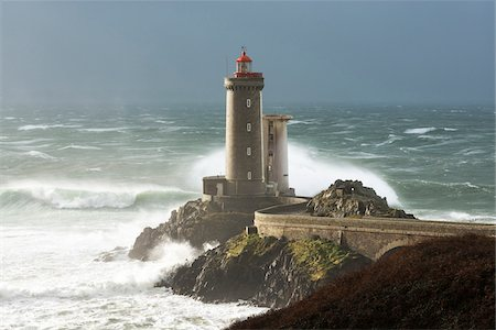 elements (weather) - Phare Petit Minou lighthouse during a storm, Finistere, Bretagne Stock Photo - Premium Royalty-Free, Code: 600-08765580