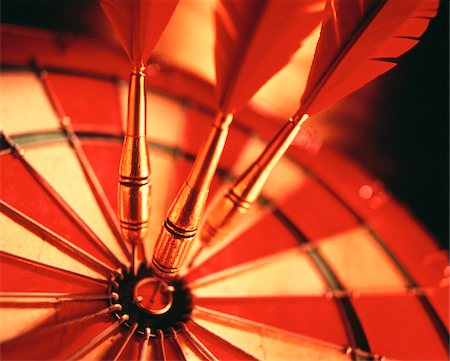 Close-Up of Darts in Bull's-Eye Of Dartboard Stock Photo - Premium Royalty-Free, Code: 600-00034286