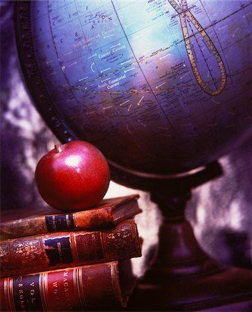 Globe, Books and Apple Stock Photo - Premium Royalty-Free, Code: 600-00042438