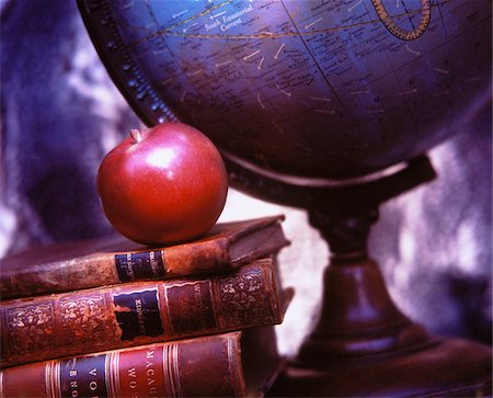 education concept - Globe, Books and Apple Stock Photo - Premium Royalty-Free, Code: 600-00042439