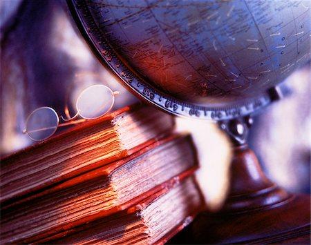 Globe, Books and Eyeglasses Stock Photo - Premium Royalty-Free, Code: 600-00042440