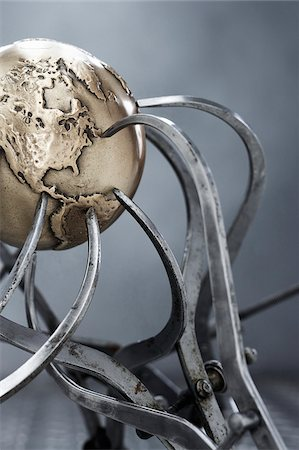 Metal Globe and Callipers Stock Photo - Premium Royalty-Free, Code: 600-00608299