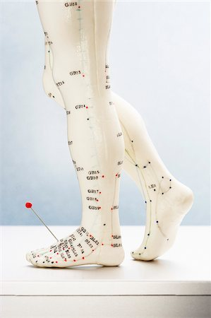 Acupuncture Model with Pin in Foot Stock Photo - Premium Royalty-Free, Code: 600-00618012
