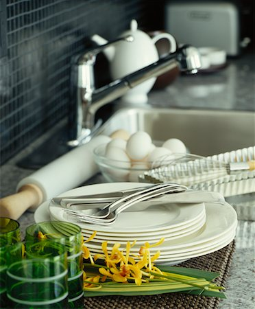 Dishes Stacked Beside Kitchen Sink Stock Photo - Premium Royalty-Free, Code: 600-01015276