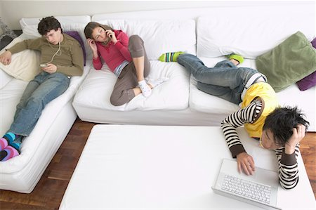 Friends Hanging Out Stock Photo - Premium Royalty-Free, Code: 600-01072265