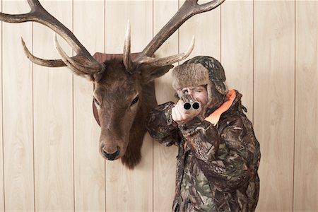 deer hunt - Hunter Aiming Shotgun Stock Photo - Premium Royalty-Free, Code: 600-01124346