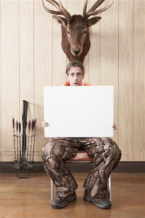 deer hunt - Hunter Holding Blank Card Stock Photo - Premium Royalty-Free, Code: 600-01124351