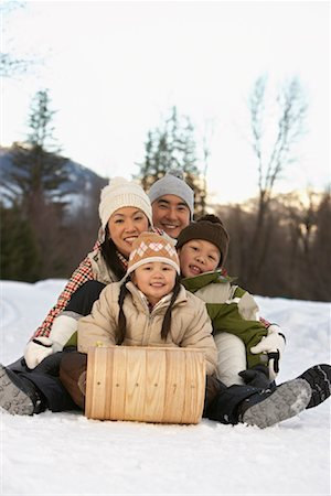 Family on Toboggan, Whistler, British Columbia, Canada Stock Photo - Premium Royalty-Free, Code: 600-01224170