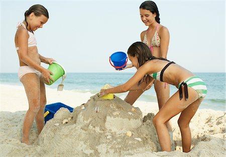 Girls on Beach Stock Photo - Premium Royalty-Free, Code: 600-01614223