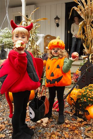 Portrait of Children Eating Apples and Trick or Treating at Halloween Stock Photo - Premium Royalty-Free, Code: 600-01717698