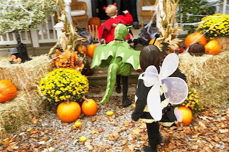 Children Trick or Treating at Halloween Stock Photo - Premium Royalty-Free, Code: 600-01717692