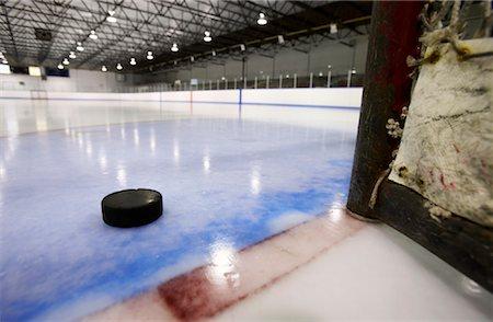 Puck Near Hockey Net Stock Photo - Premium Royalty-Free, Code: 600-02056040