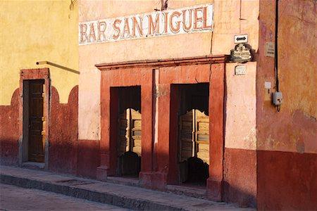 saloon - Bar San Miguel, San Miguel de Allende, Guanajuato, Mexico Stock Photo - Premium Royalty-Free, Code: 600-02056726