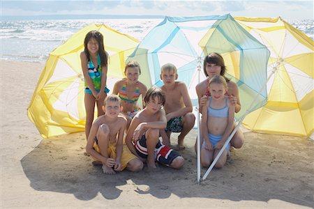Group Portrait of Kids on the Beach, Elmvale, Ontario, Canada Stock Photo - Premium Royalty-Free, Code: 600-02265284