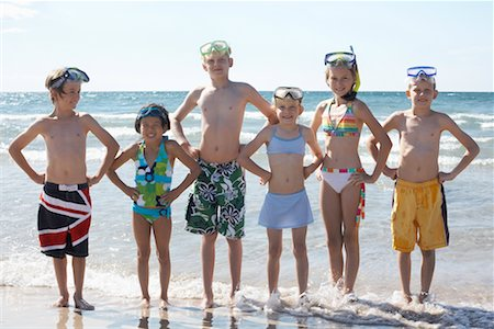 Group Portrait of Kids on the Beach, Elmvale, Ontario, Canada Stock Photo - Premium Royalty-Free, Code: 600-02265285