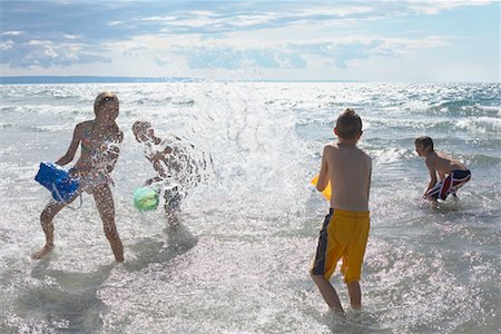 Kids Playing on the Beach, Elmvale, Ontario, Canada Stock Photo - Premium Royalty-Free, Code: 600-02265290