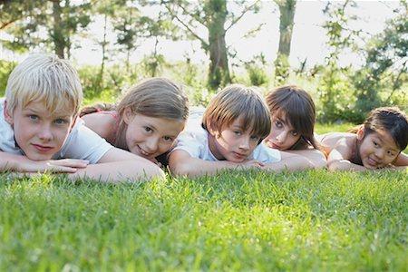 Group Portrait of Kids Lying Down Outdoors, Elmvale, Ontario, Canada Stock Photo - Premium Royalty-Free, Code: 600-02265311