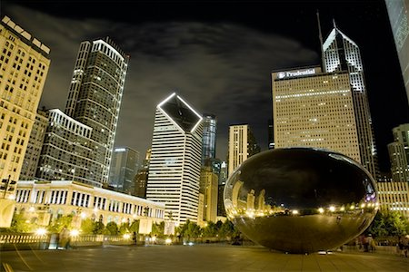 Cloud Gate Sculpture at Night, Chicago, Illinois, USA Stock Photo - Premium Royalty-Free, Code: 600-02260135