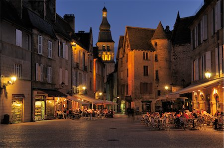 Place de la Liberte, Old Town of Sarlat-la-Caneda, Dordogne, Aquitaine, France Stock Photo - Premium Royalty-Free, Code: 600-02590860