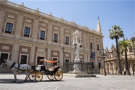 Horse and Carriage by the Archivo de Indias, Plaza del Triunfo, Seville, Andalucia, Spain Stock Photo - Premium Royalty-Free, Code: 600-02645602