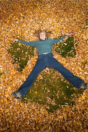 pile leaves playing - Woman Playing in Leaves in Autumn, Bend, Oregon, USA Stock Photo - Premium Royalty-Free, Code: 600-02669354
