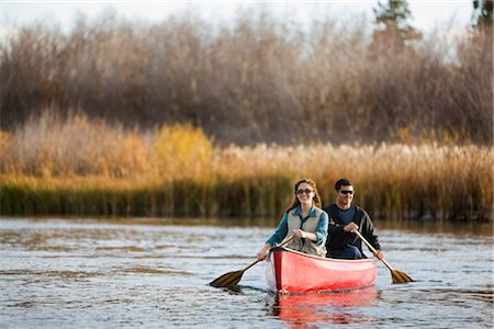 Couple Canoeing on the Deschutes River, Bend, Oregon, USA Stock Photo - Premium Royalty-Free, Code: 600-02669364