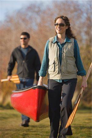 Couple Carrying Canoe to the Deschutes River, Bend, Oregon, USA Stock Photo - Premium Royalty-Free, Code: 600-02669365